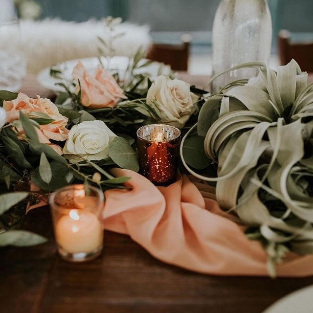 Just obsessed with the greenery 😍! 💐: @petalandwren . . . #petalwren #weddinggreenery #headtable #bohowedding #sableandblushevents #weddingeventplanner #bostonweddingeventplanner #bostoneventplanner #cranesummerbeachweddings #northshoreweddings #bostonweddings #massachusettsweddings #summerweddings #augustweddings #weddingtabledecor #weddingdecor #centerpiecesideas #weddingcenterpiece #headtabledesign #eventdesign #eventdecor #weddingeventdesigner #weddingeventdesign #memorablewedddingeventdesign