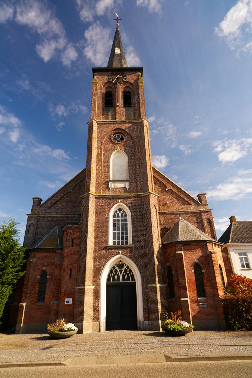 Kerk aanzicht aan de Dorpsstraat.