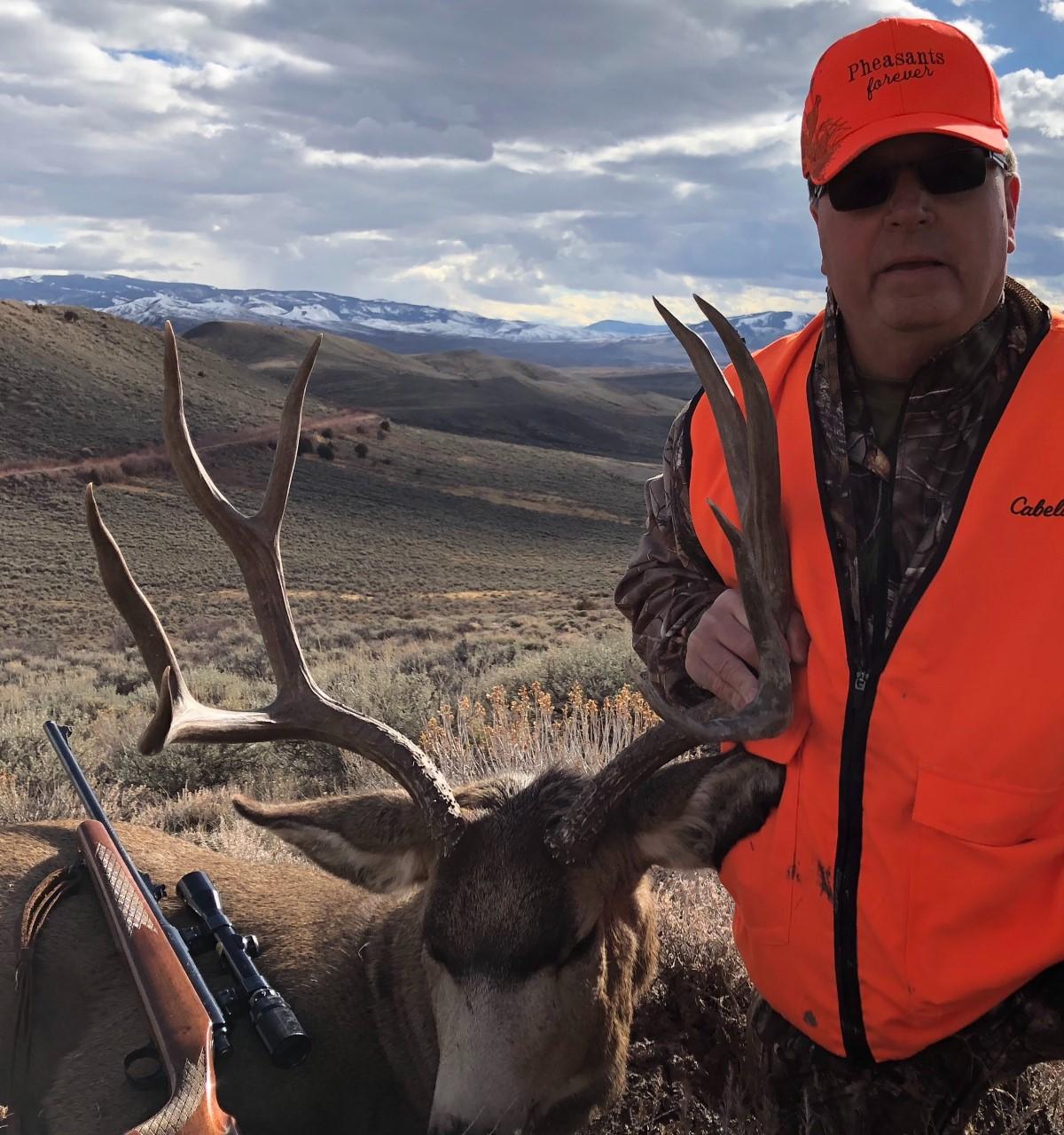 Roy E with his Colorado mule deer buck.jpg