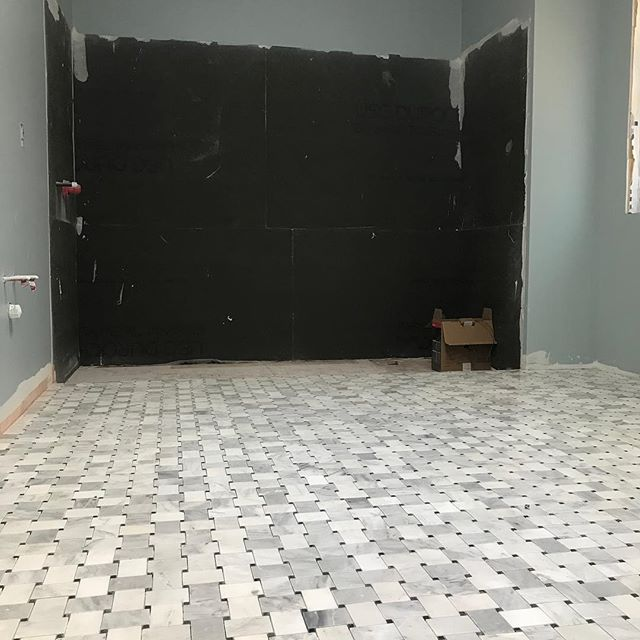 It's so exciting when you start to see months of planning taking shape. Look at this gorgeous marble basket weave in a master ensuite!  Just wait until the wall tile goes on!! @madetolasthomes @bellscustomflooring