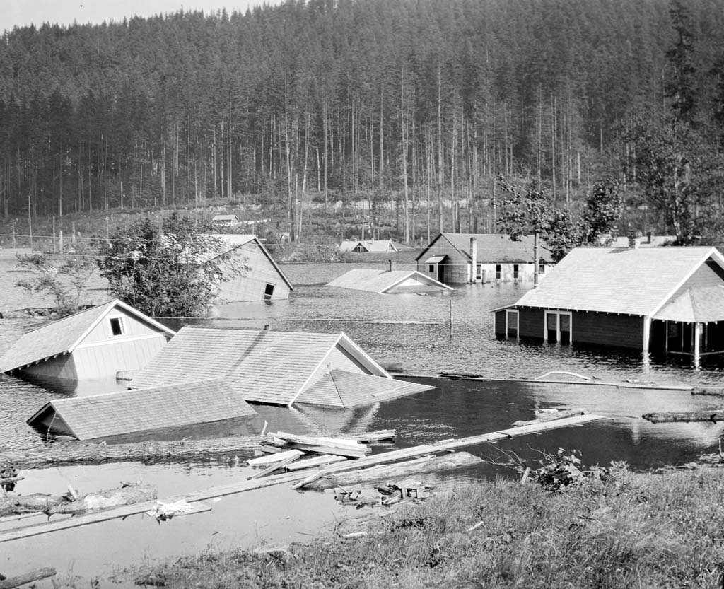 Houses flooded by the rising waters of Rattlesnake Lake, June 28, 1915. Photo courtesy Seattle Municipal Archive (7580)
