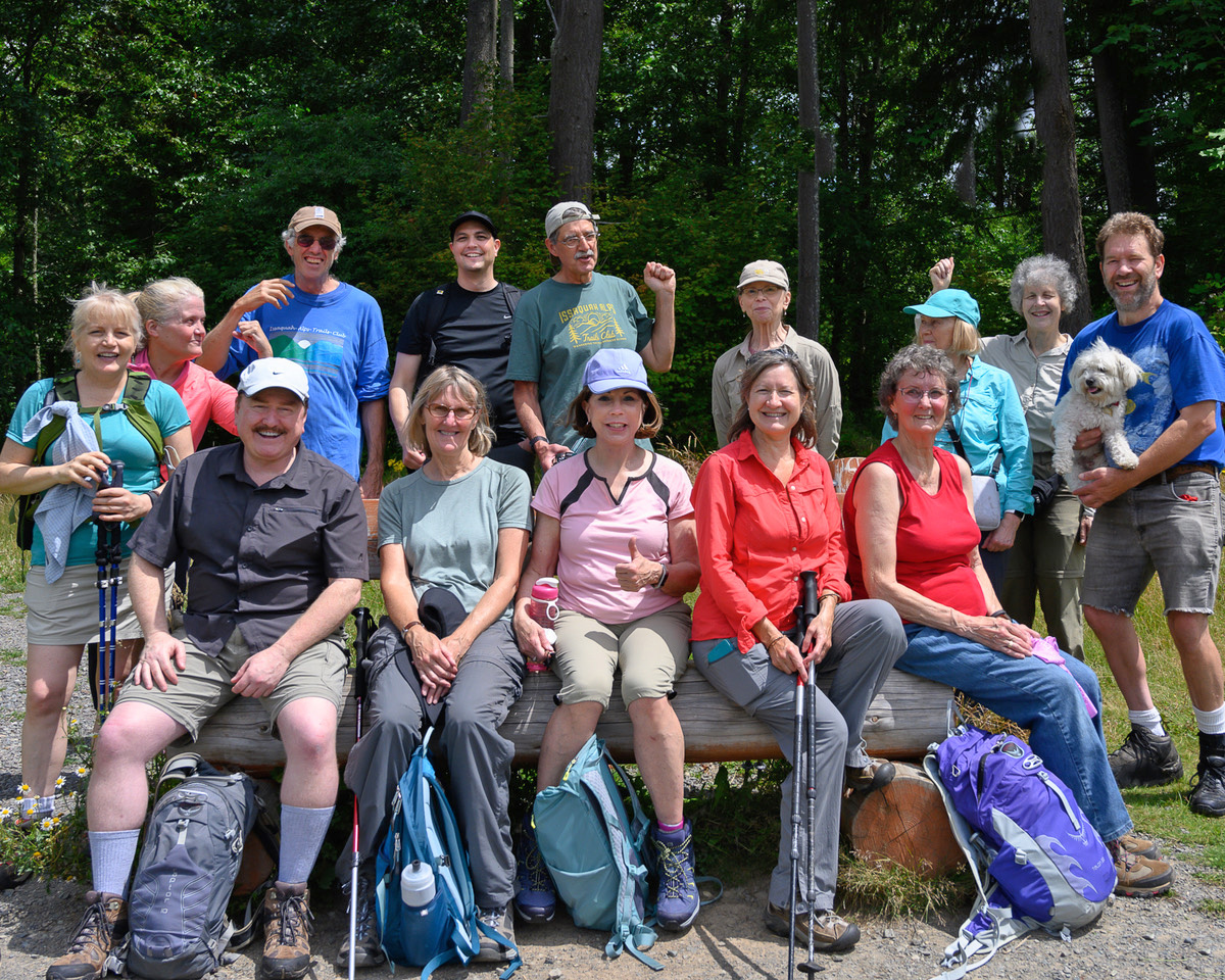 Group photo at the Margaret's Way viewpoint.
