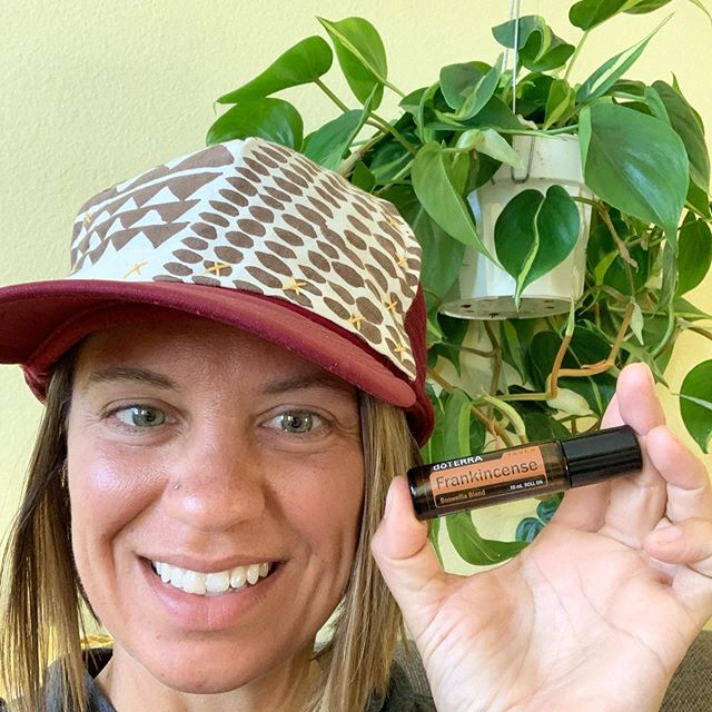 This Frankie roller is one of my favorites! It's amazing to have on hand!!! For instance today I am using it to help after I got a little too much sun yesterday 😬 . . It is also great for fine lines wrinkles, sun spots, under eyes circles, headaches, migraines, cuts and scrapes and so much more!!!! . . I love how convenient it is for the whole family! Today only you can grab this roller for just $45.50 and get the breathe roller and digestzen roller for FREE. That's $35 in oils for free! . . Want to grab this deal? Comment below or message me and I will help you right away 😊