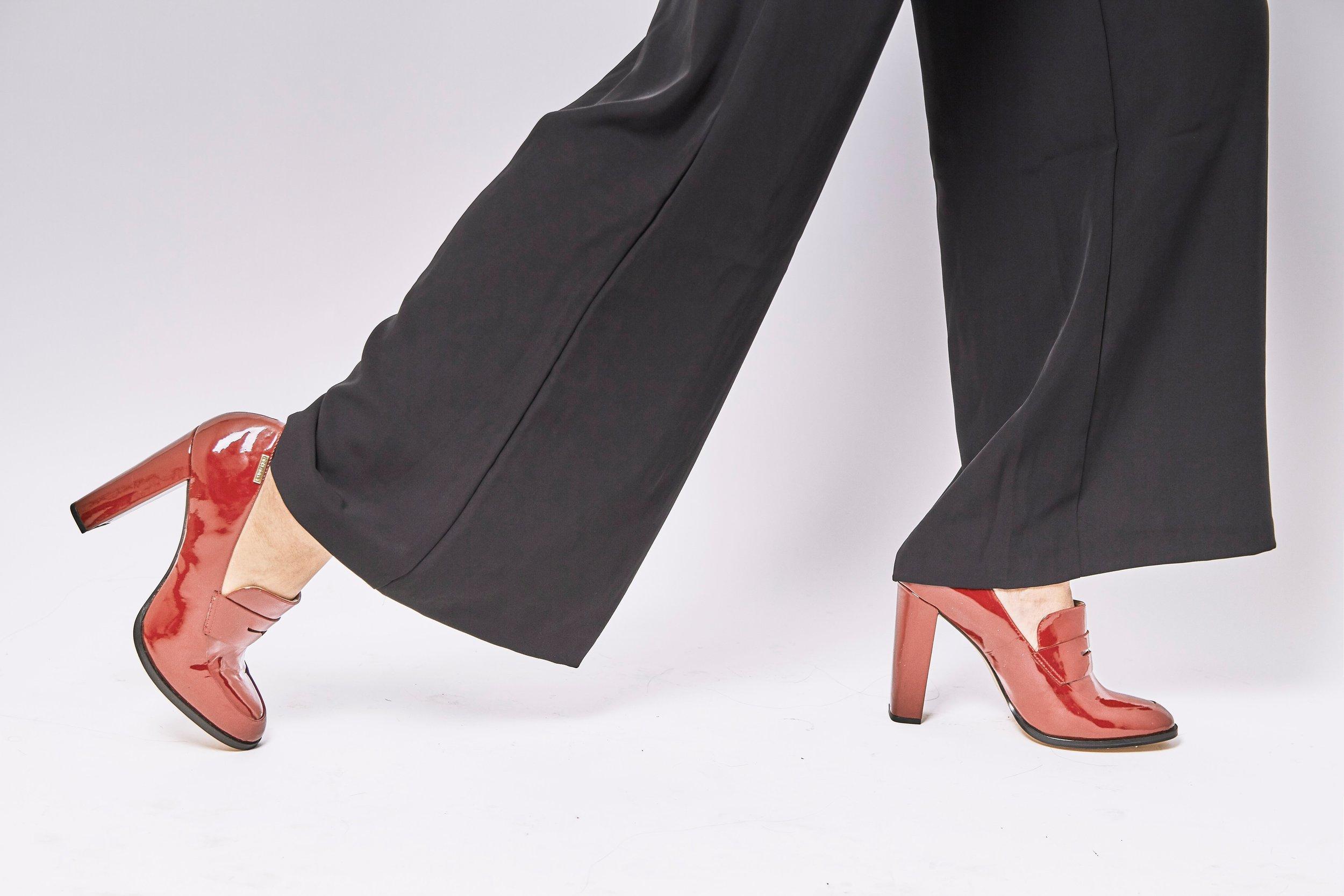 contemporary-fashion-fashionable-1228626.jpg