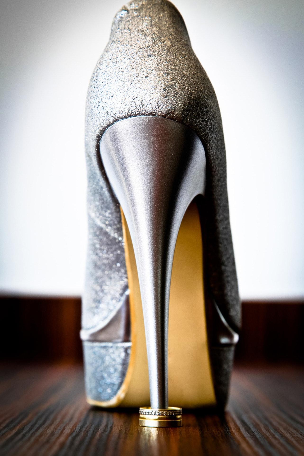 fashion-footwear-heels-38564.jpg