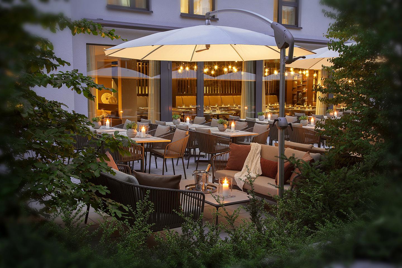 Andrin_Schweizer_Acasa_Suites_GardenToRestaurant.jpg