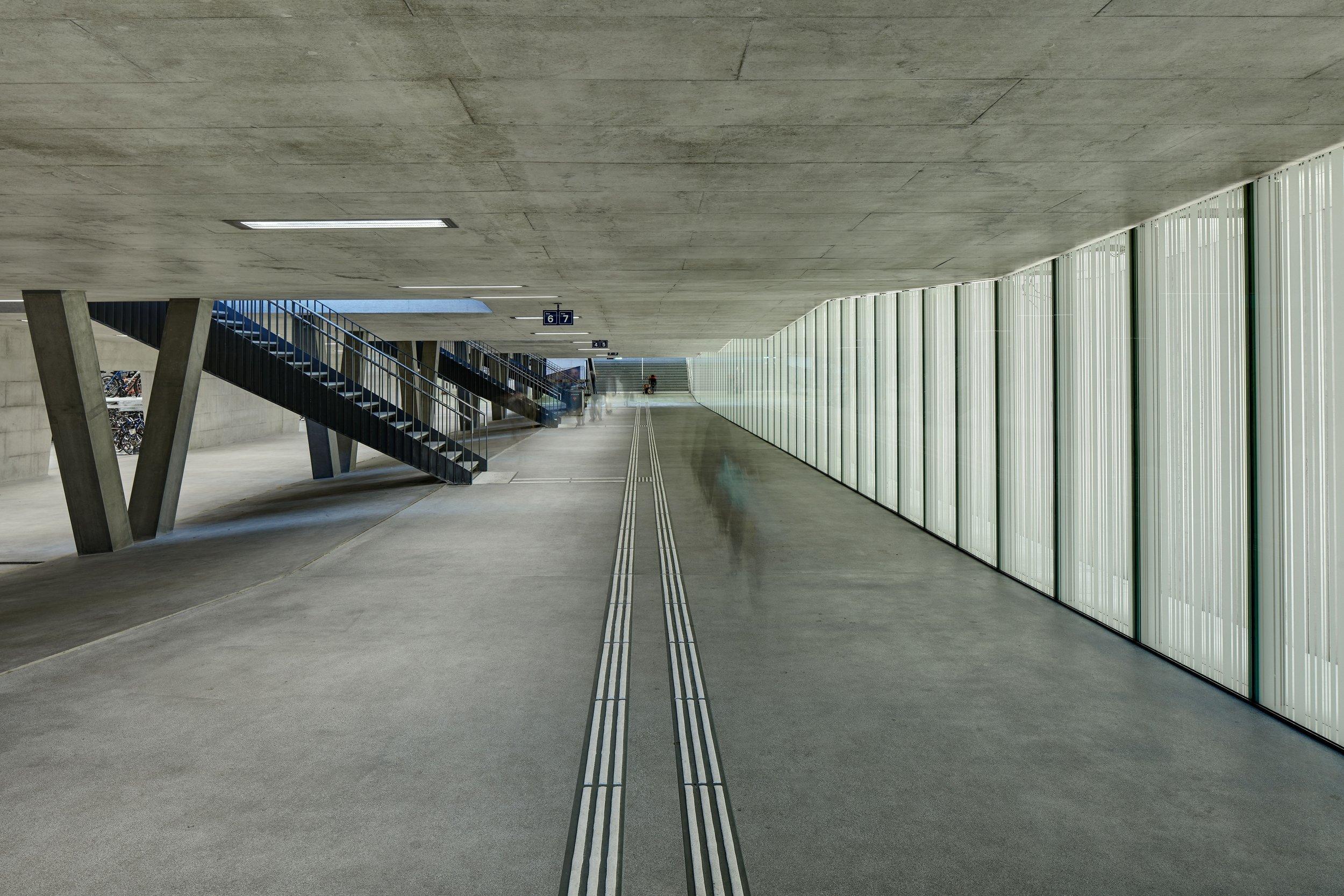 Bahnhof _Oerlikon_1_bearb.jpg