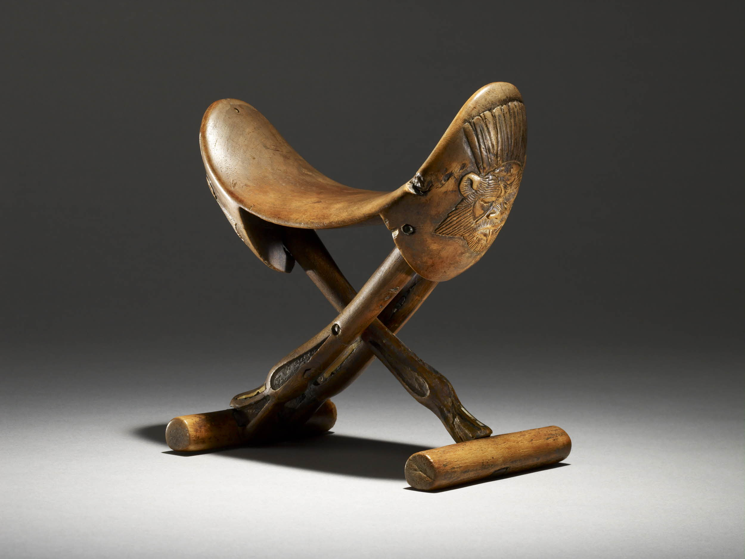 This looks more like a saddle than a headrest, if you ask me, but I'm game to try it.   Courtesy of the British Museum