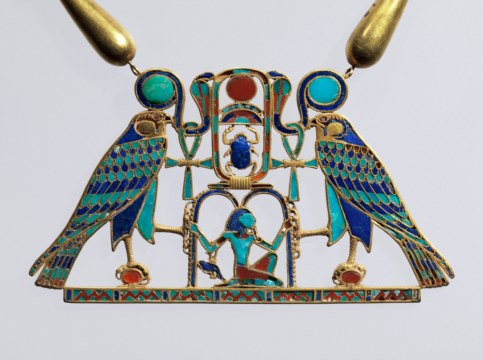 A closeup of the previous necklace.   Courtesy of the Metropolitan Museum of Art