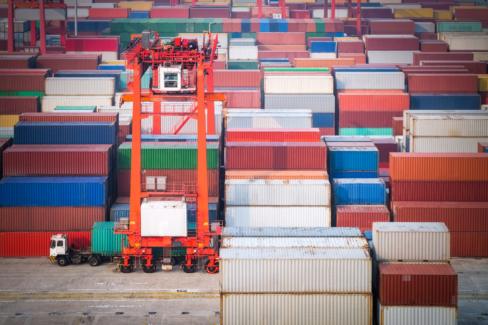 container-yard-in-shanghai-PW5MUQA.jpg
