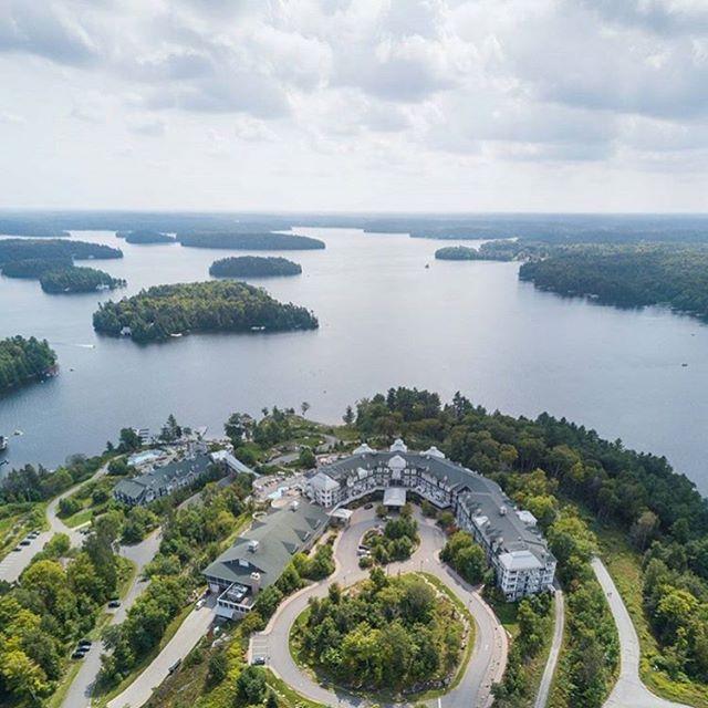 Good Morning Lake Rosseau. . 📷: @chase.teron . . . . . . . . #minett #muskoka #muskokalife #resort #resortlife #hotel #ontario #discoverontario #lakerosseau #muskokalakes #torontotourism #torontodaytrips #lakelife #ontariolakes #naturephotography #arialphotography #travelphotography #jwmarriott