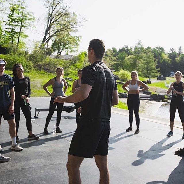 Get out of the traditional gym, and onto the shore of  Lake Rosseau with @goflow.training