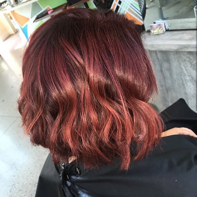 🌻 Get ready for the summer heat with a shorter cut and fun, firey color! Hair by @__chenelle - swipe to see the transformation!🌻 • • • #hairgoals #redheads #redheadsdoitbetter #colormelt #bob #lob #wavyhair #marylandhairsalon #dmvstyle #dccitystyle #beforeandafter