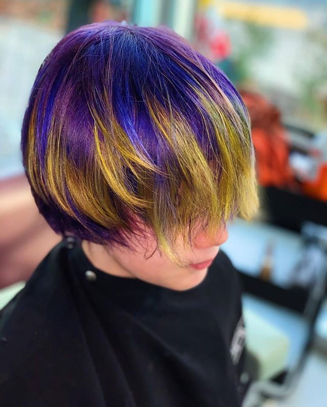 🎨 Fun hair isn't just for the ladies! Check out our Stories this week for some color inspo from the Salon Gerard stylists. Hair by @hairbyasetlove at the Bethesda salon 🎨 • • • #acreativedc #haircut #funhair #fantasyhair #fantasycolors #purplehair #dmvhairsalon #dmvhairartist #boyshaircuts #stylistsofinstagram #dccool
