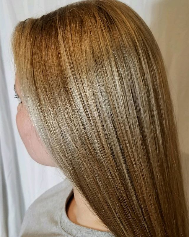 ✨ Beautiful full highlights by @imheidiwoo - book her in DC or Bethesda! ✨ • • • #blonde #highlights #blondehair #blondes #dcsalon #dcstyle #eastcoast #behindthechair #newhair #shinyhair #dmvhairsalon