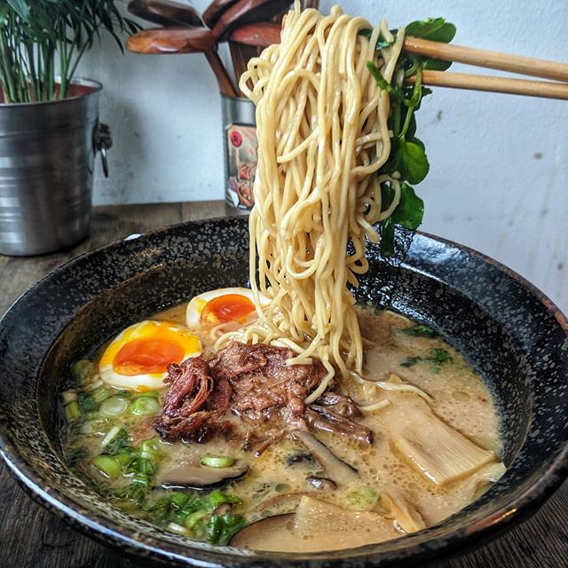 Rich & creamy oxtail Kare Kare Ramen.  Inspired by classic Filipino 🇵🇭flavours and created with Japanese 🇯🇵technique. Come down and try our championship broth and judge for yourself.  Photo credits to the man himself 📸@mikeeatslondon 🙌🏽 .  #ramoramen #filipinofood #ramen #londonramen #camden #kentishtown #halalfood #halalfoodlondon #oxtail #karekare #filifooduk #maginhawa #battleofthebrothswinners #battleofthebroth