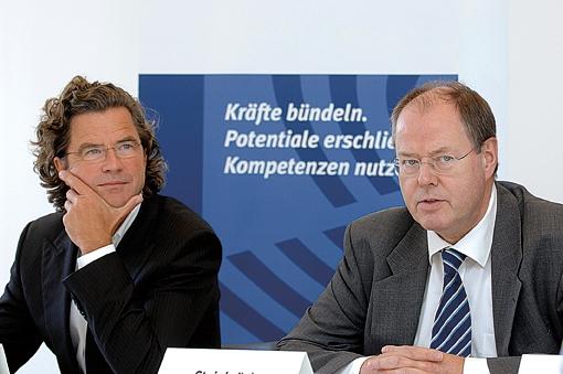 Children for a better World Gründer Dr. Florian Langenscheidt mit dem ehemaligen Bundesfinanzminister Peer Steinbrück.
