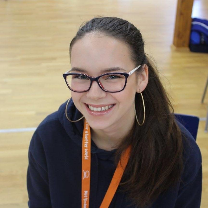 Jugendliche, die mit ihrem sozialen Projekt den CHILDREN Jugend hilft! Wettbewerb gewonnen hat und beim Camo verschiedene Workshops belegen konnte.