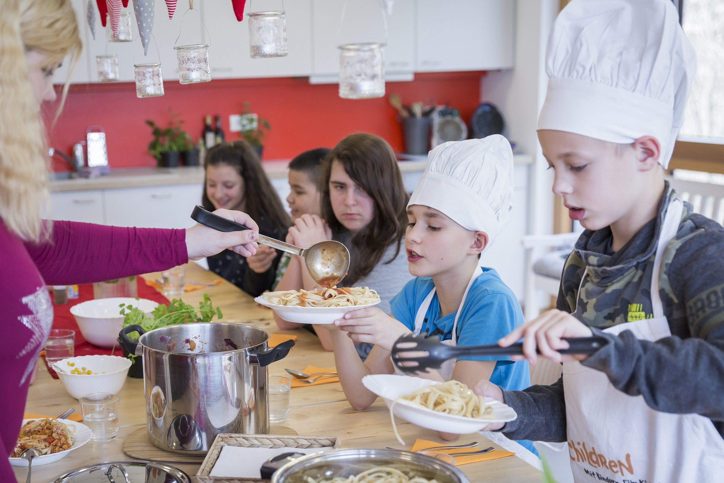 Die Mahlzeiten werden in familiärer Atmosphäre eingenommen.