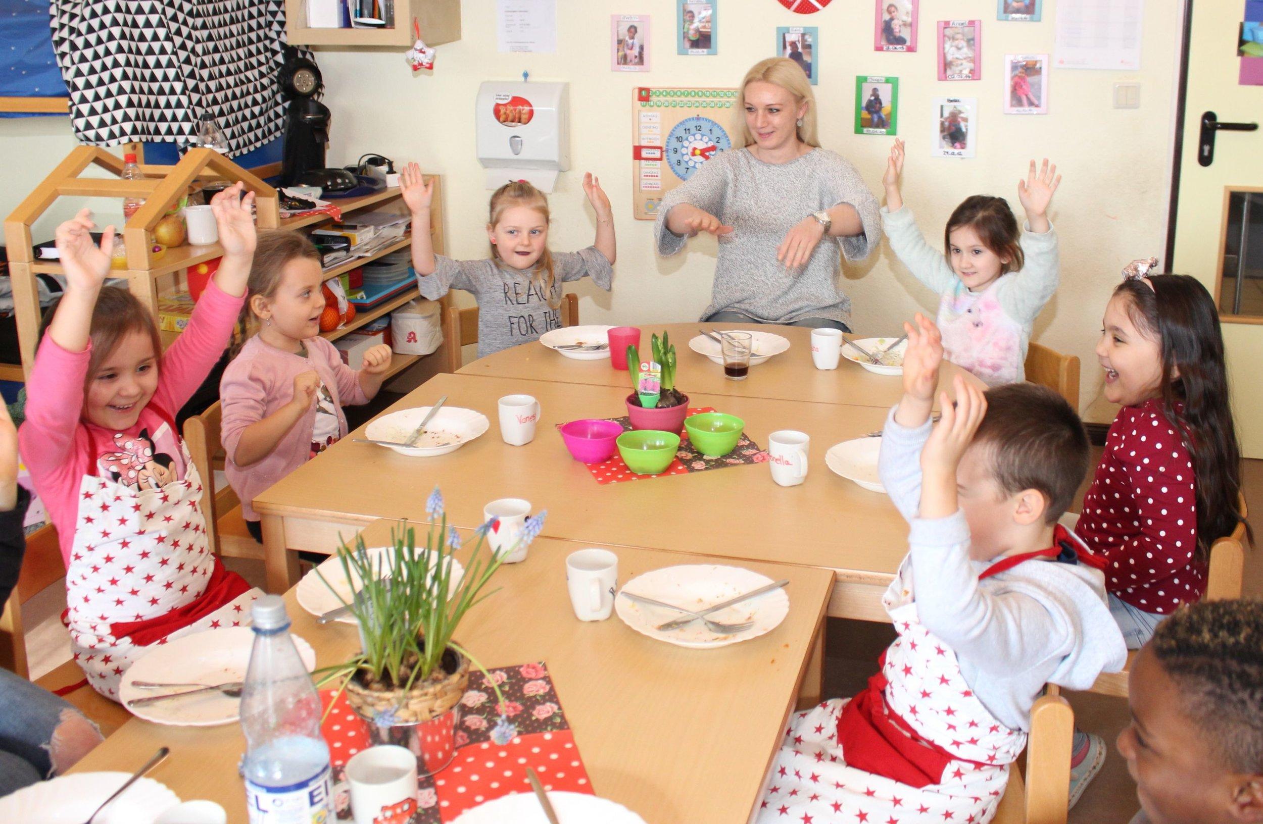 Beim CHILDREN Mittagstisch werden Kinder spielerisch an eine ausgewogene Ernährung herangeführt.