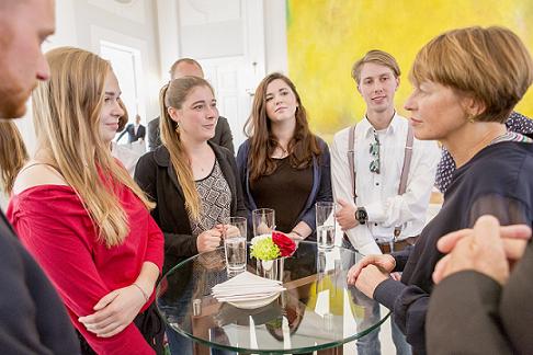 """Elke Büdenbender empfängt """"Global Holiday Camp"""" in Schloss Bellevue."""