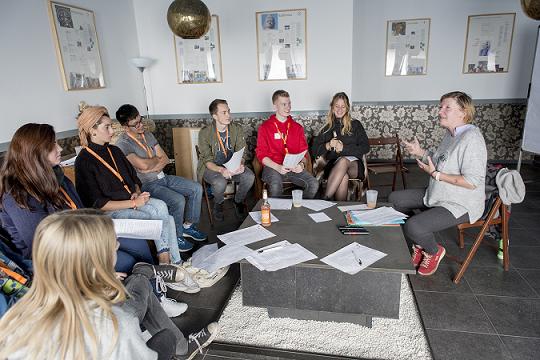 In Workshops lernen die engagierten Jugendlichen wie sie ihre Projekte weiter verbessern können.