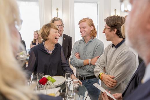 "Elke Büdenbender empfängt ""Amaro Kher"" in Schloss Bellevue."
