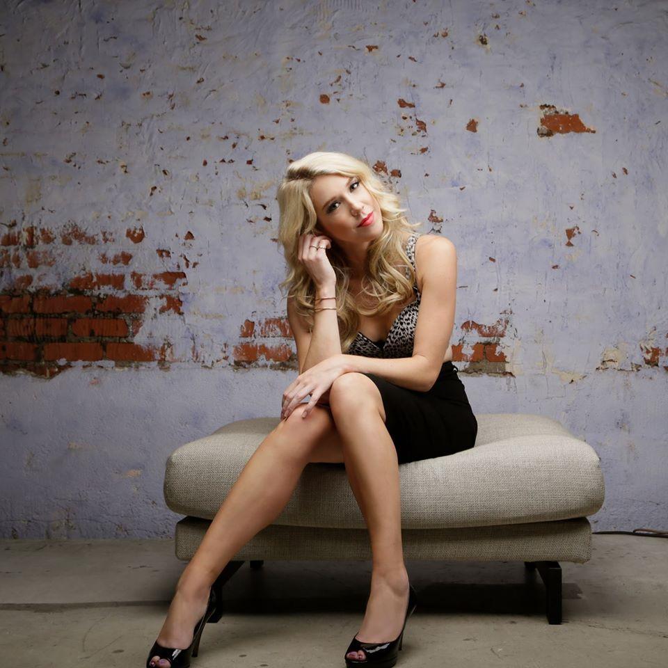 Courtney-Fortune-Singer.jpg