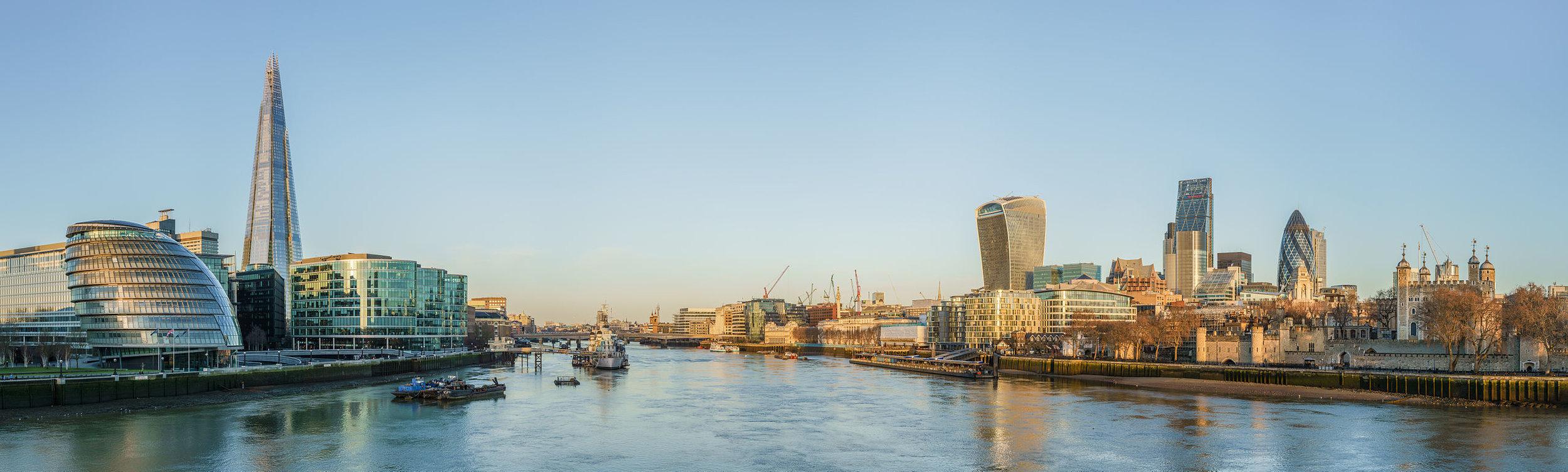 Tower_Bridge_view_at_dawn_crop.jpg