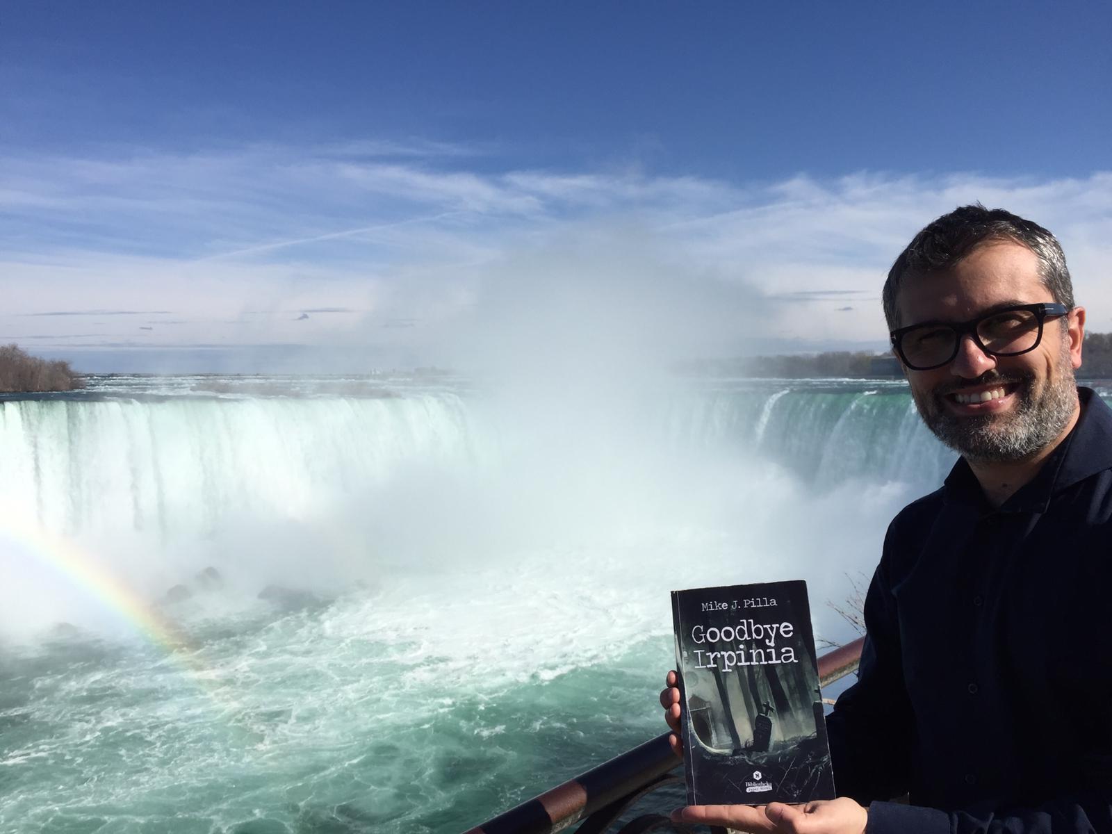 Mike J. Pilla alle Cascate del Niagara