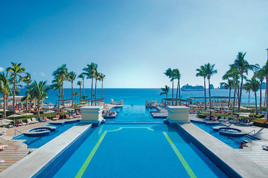 piscina-2-hotel-riu-palace-cabo-san-lucas_tcm55-169379.jpg