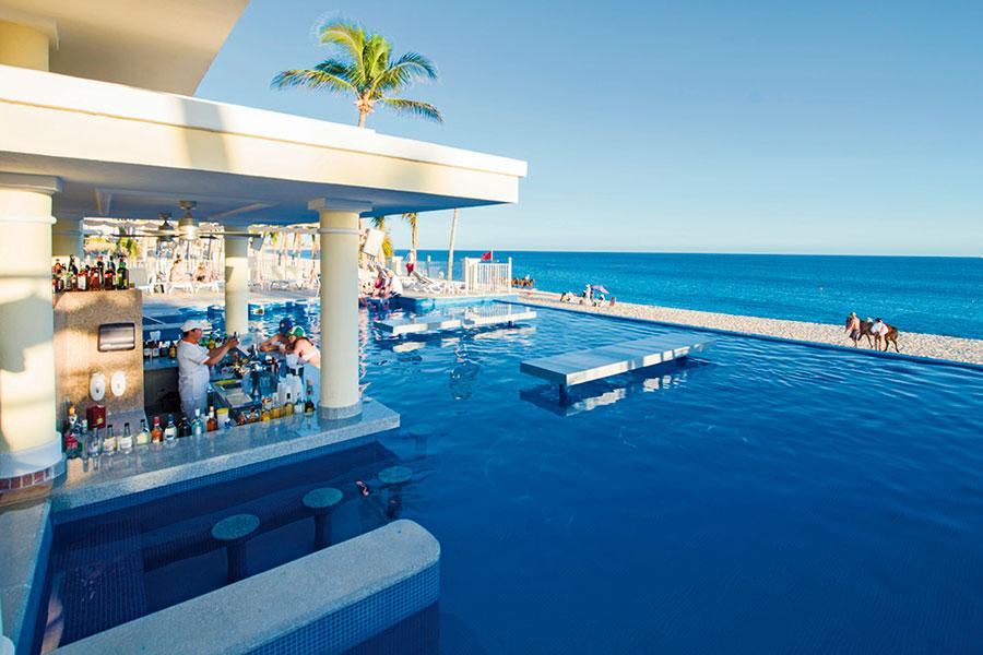 swim-up-bar-2-hotel-riu-palace-cabo-san-lucas_tcm55-169383.jpg