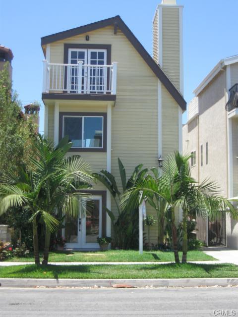 525 11th St, Hunting Beach   $910,000  SFR | 3 Beds | 3 Baths | 2,800 sqft | 2,705 sqft lot | Built in 1981 | $325.00/sqft