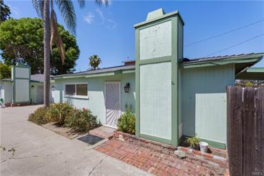 2413 Santa Ana Ave, Costa Mesa   $900,000  2 Units | $450,000/unit | $60,000 GSI | 2,200 SqFt | Built in 1950 | $409.09/sqft