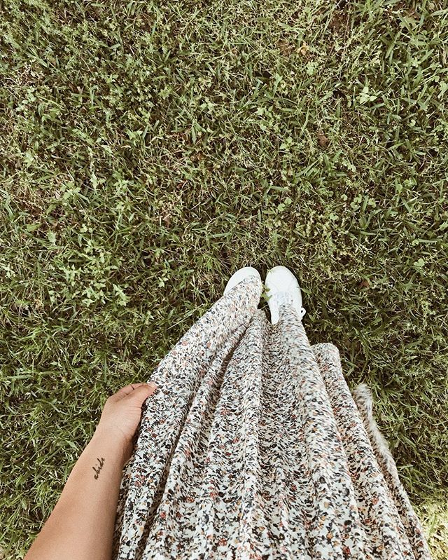 floral dress + favorite sneakers + sunshiney Spring day = happy heart ✌🏼🌿🌸