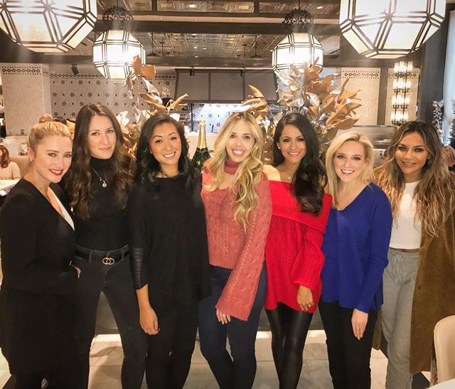 Blessed beyond measure with these amazing friends who SURPRISED me with a special lunch today! 💓🙏💓 Love y'all! @danielabellbeauty @courtdehoff @styledbycohen @gabby_dalfen @allison___fox4 @lynnanne.nguyen @hilarykennedy