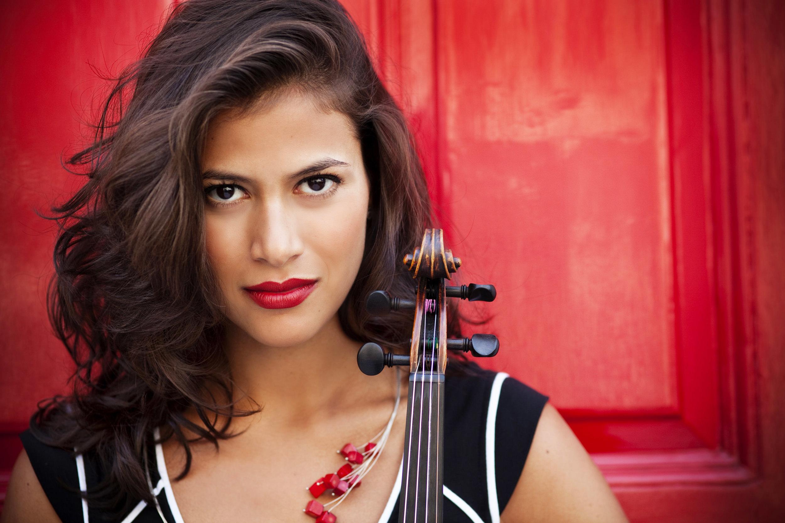 Photo of Elena Urioste by Alessandra Tinozzi