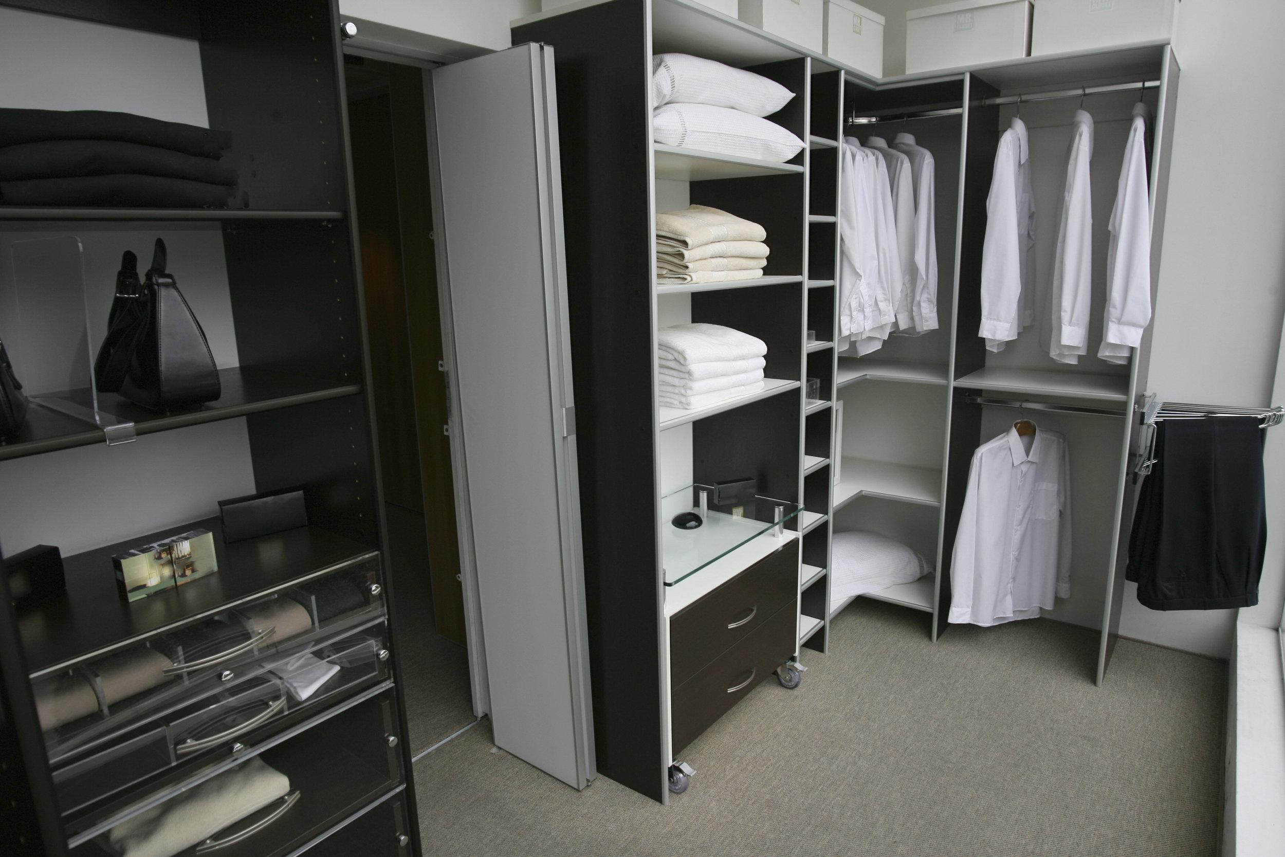 closet classy black white.jpg