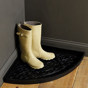 Corner rubber boot tray