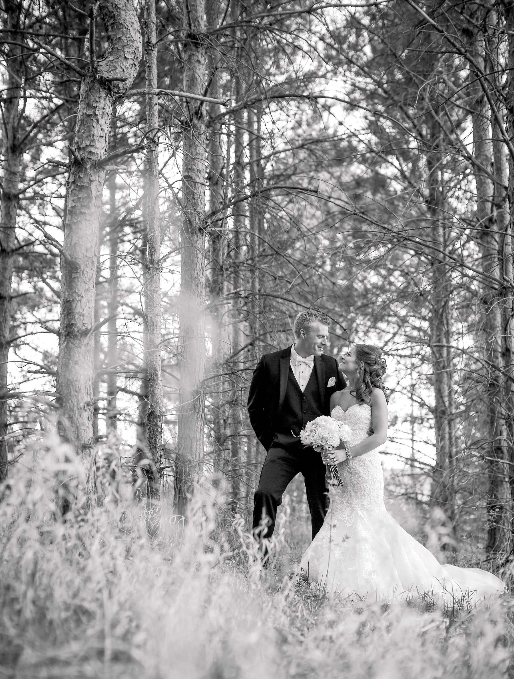 03-Minneapolis-Minnesota-Wedding-Photography-by-Vick-Photography-First-Look-Tianna-&-Matt.jpg