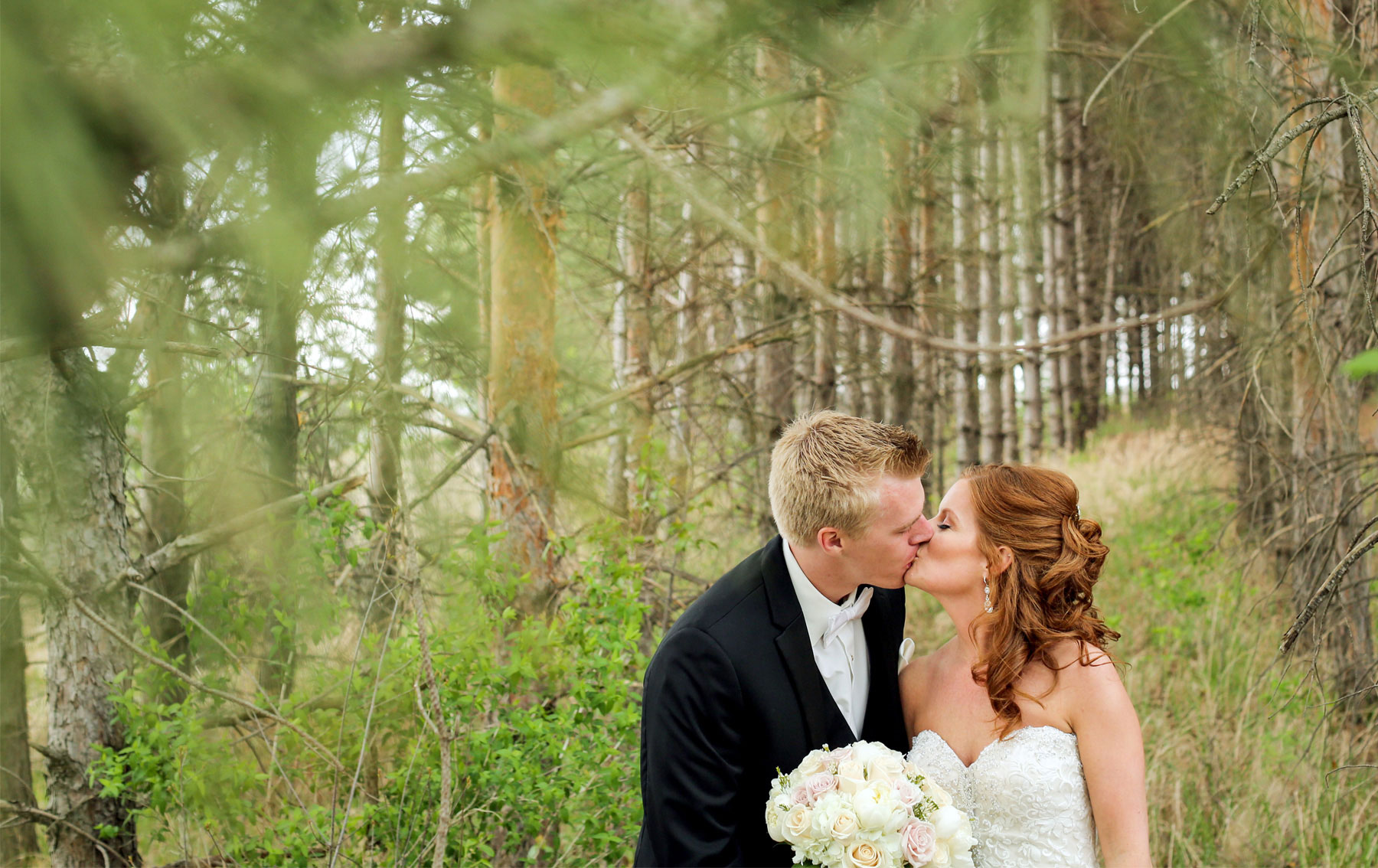04-Minneapolis-Minnesota-Wedding-Photography-by-Vick-Photography-First-Look-Tianna-&-Matt.jpg