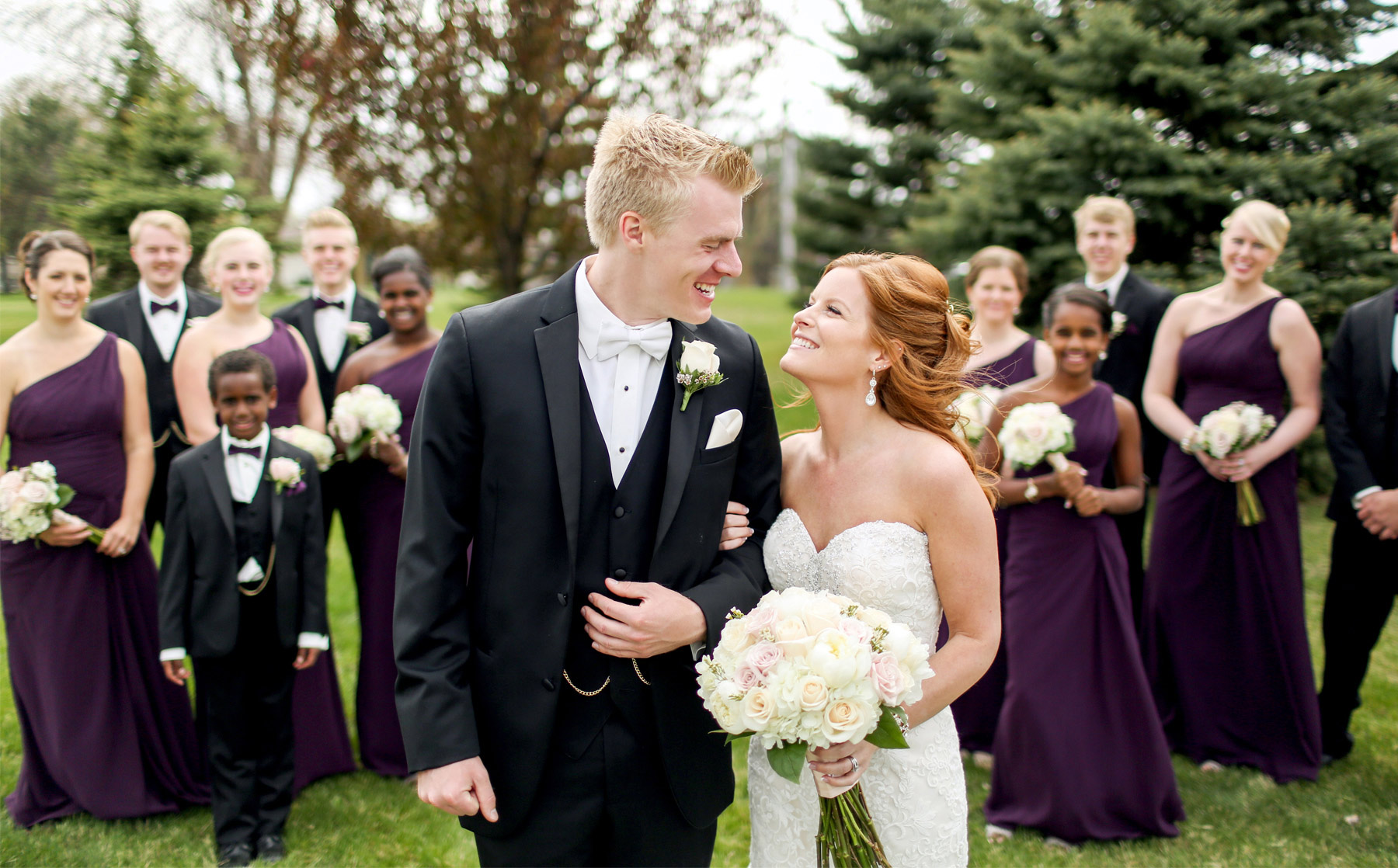 06-Minneapolis-Minnesota-Wedding-Photography-by-Vick-Photography-Wedding-Party-Group-Tianna-&-Matt.jpg