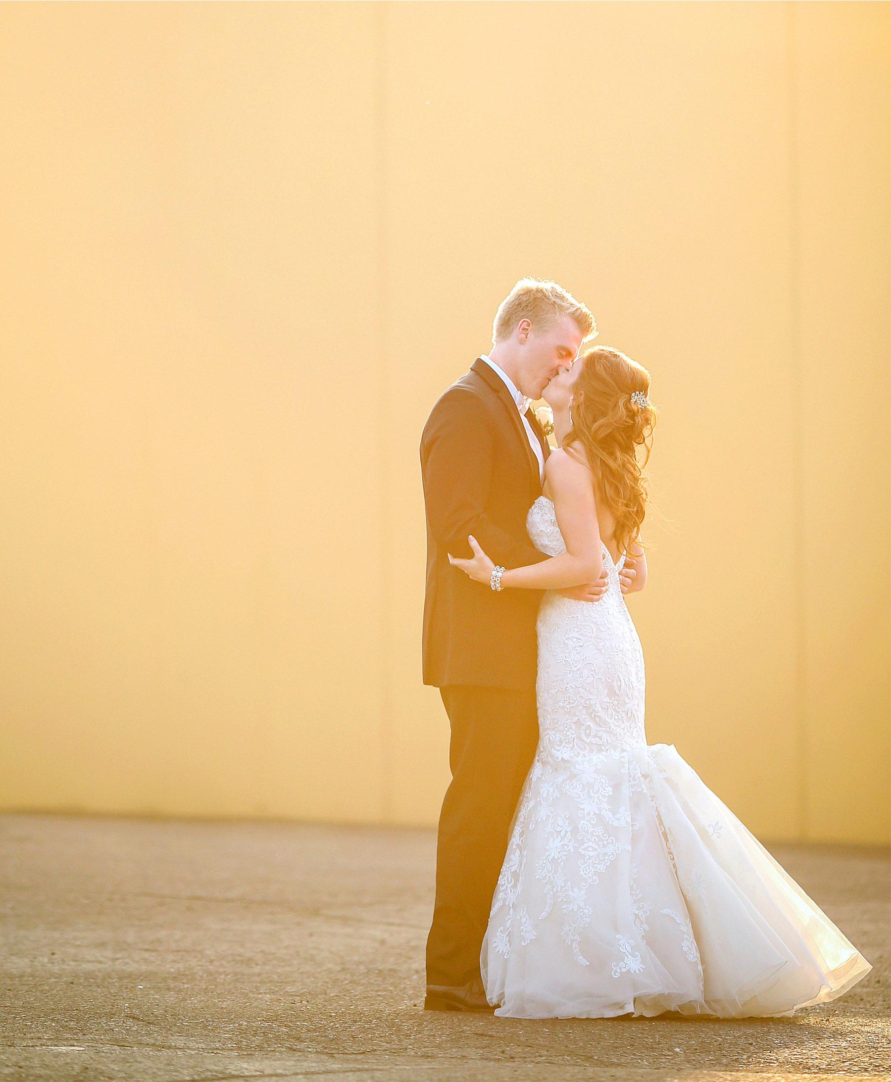 13-Minneapolis-Minnesota-Wedding-Photography-by-Vick-Photography-Golden-Hour-Tianna-&-Matt.jpg
