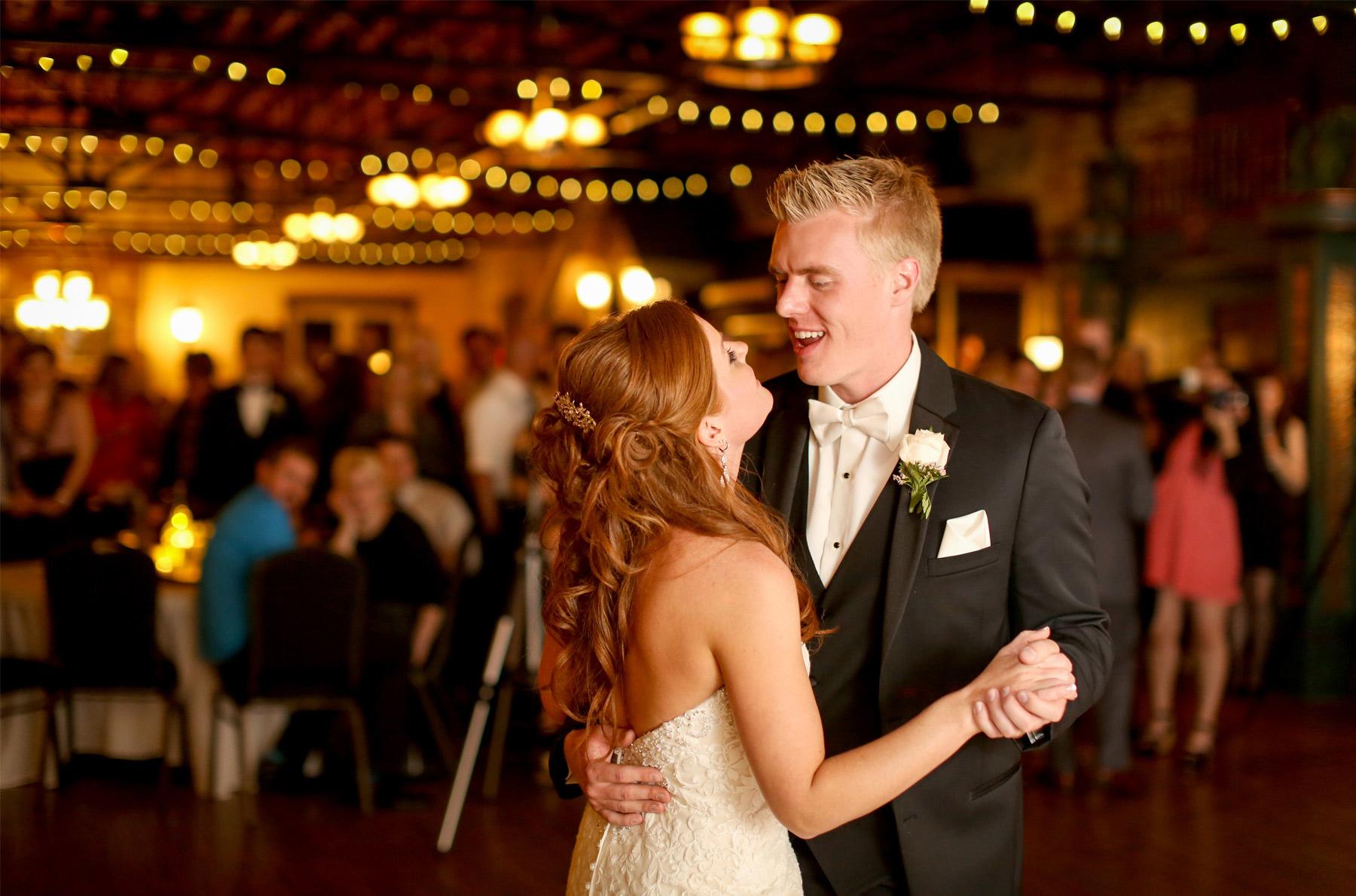 15-Minneapolis-Minnesota-Wedding-Photography-by-Vick-Photography-Reception-Kellermans-Event-Center-First-Dance-Tianna-&-Matt.jpg