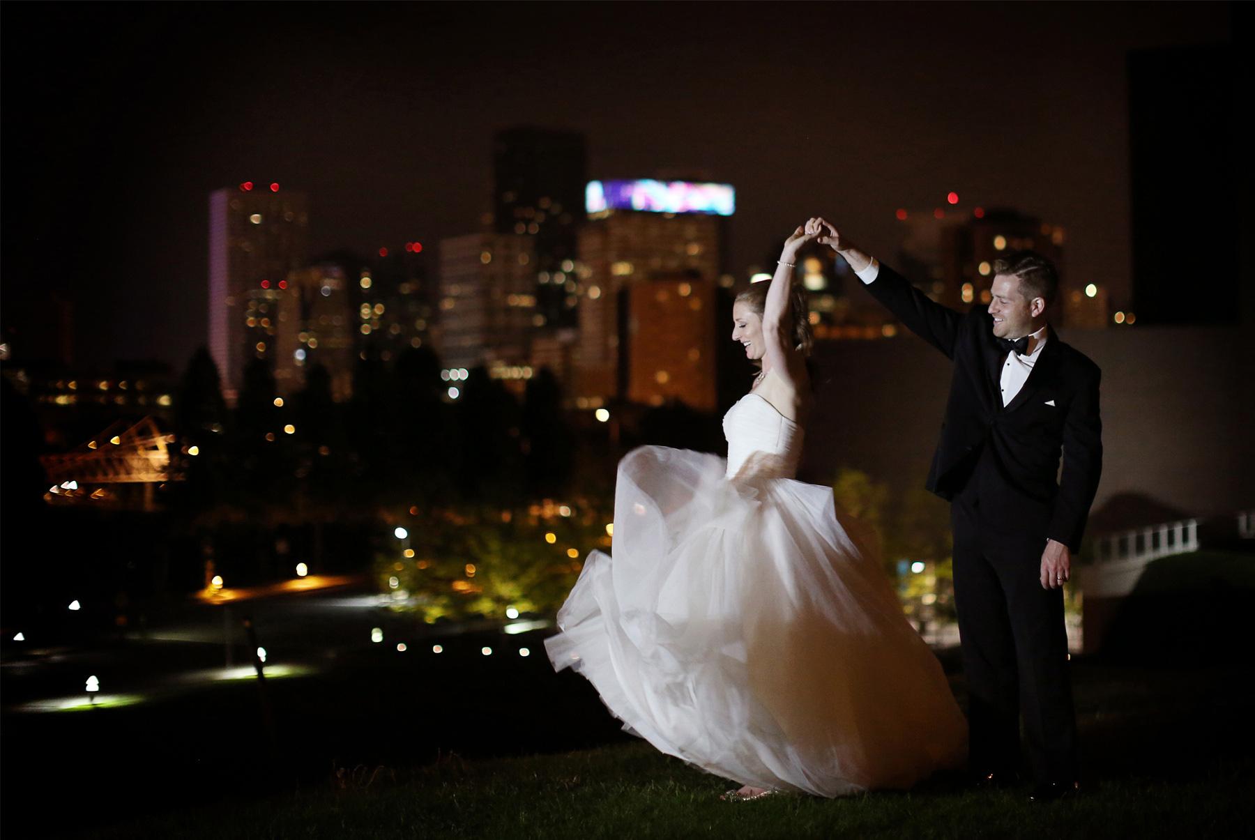 19-Minneapolis-Minnesota-Wedding-Photography-by-Vick-Photography--Walker-Sculpture-Garden-Outdoor-Night-Photos.jpg