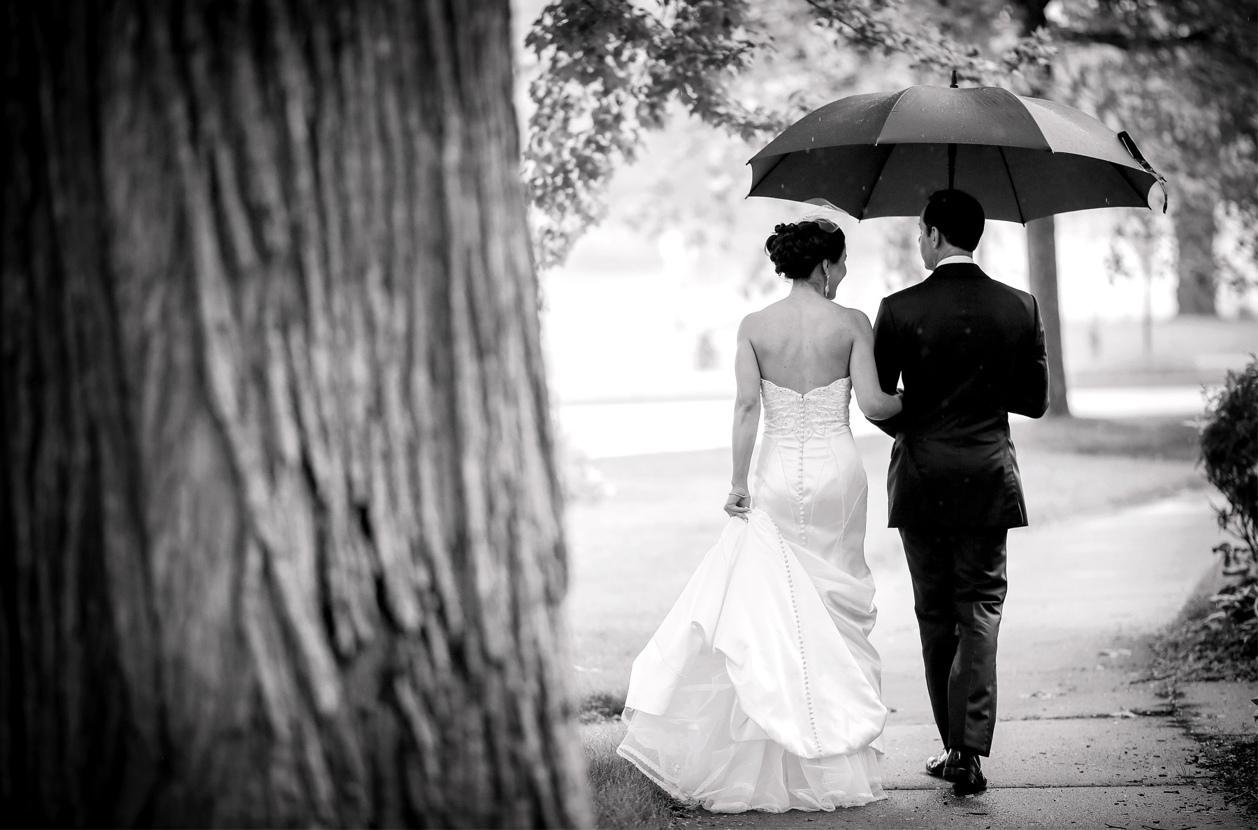 07-Minneapolis-Minnesota-Wedding-Photography-by-Vick-Photography-First-Look-Raining-Wedding-Leticia-&-Jay.jpg