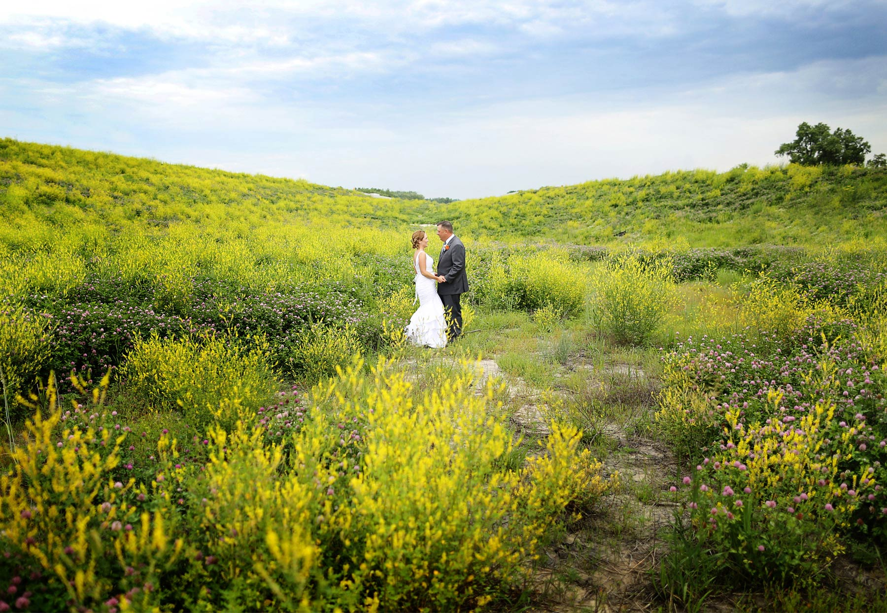 10-Des-Moines-Iowa-Wedding-Photography-by-Vick-Photography-Farm-Wedding-First-Look-Fields-Lindsay-&-Chad.jpg