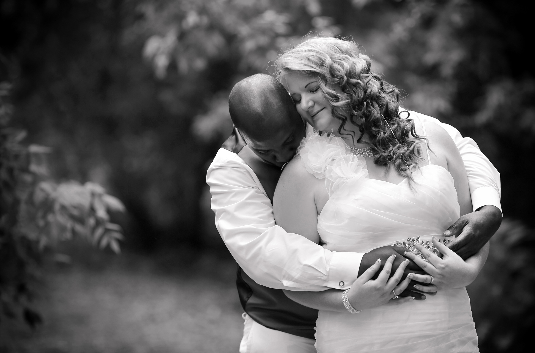 05-Minneapolis-Minnesota-Wedding-Photography-by-Vick-Photography-at-Plymouth-Creek-Center-First-Look-Emily-&-Lonnie.jpg
