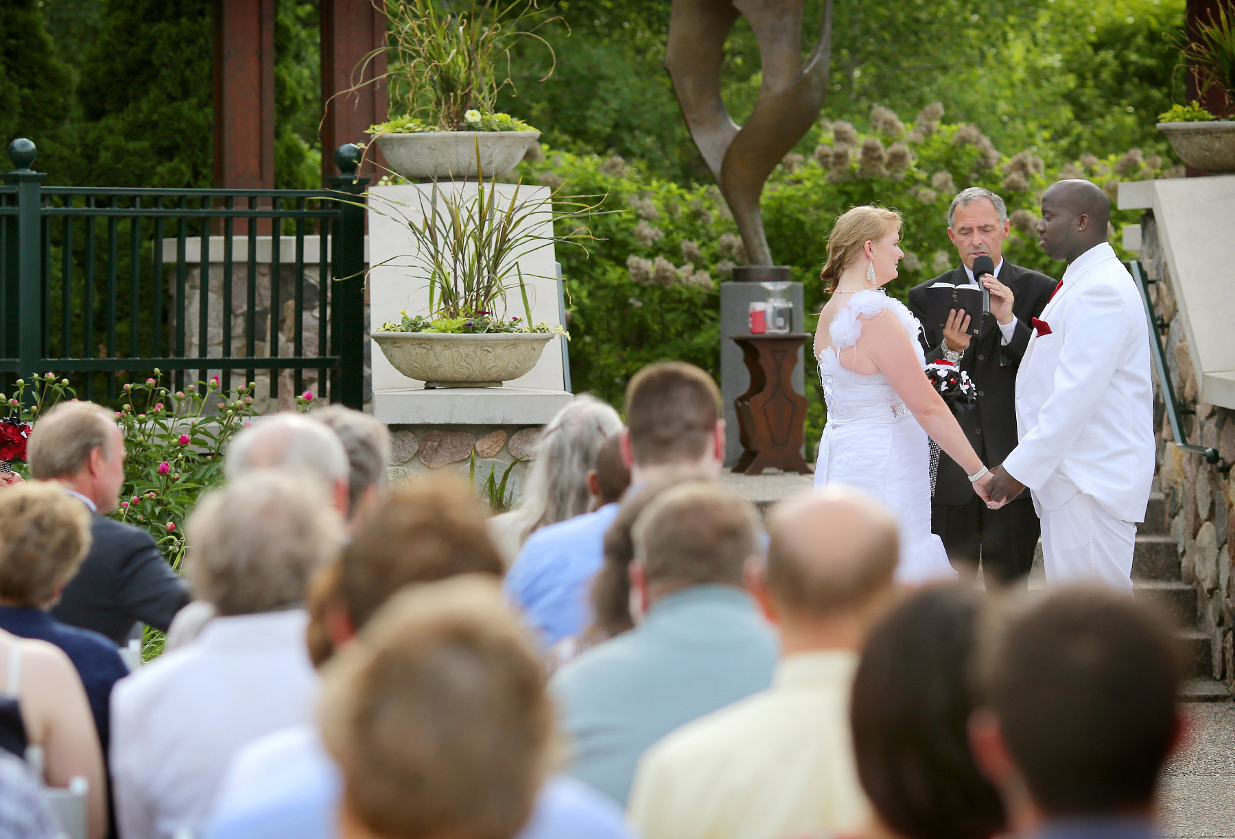 07-Minneapolis-Minnesota-Wedding-Photography-by-Vick-Photography-at-Plymouth-Creek-Center-Outdoor-Ceremony-Emily-&-Lonnie.jpg