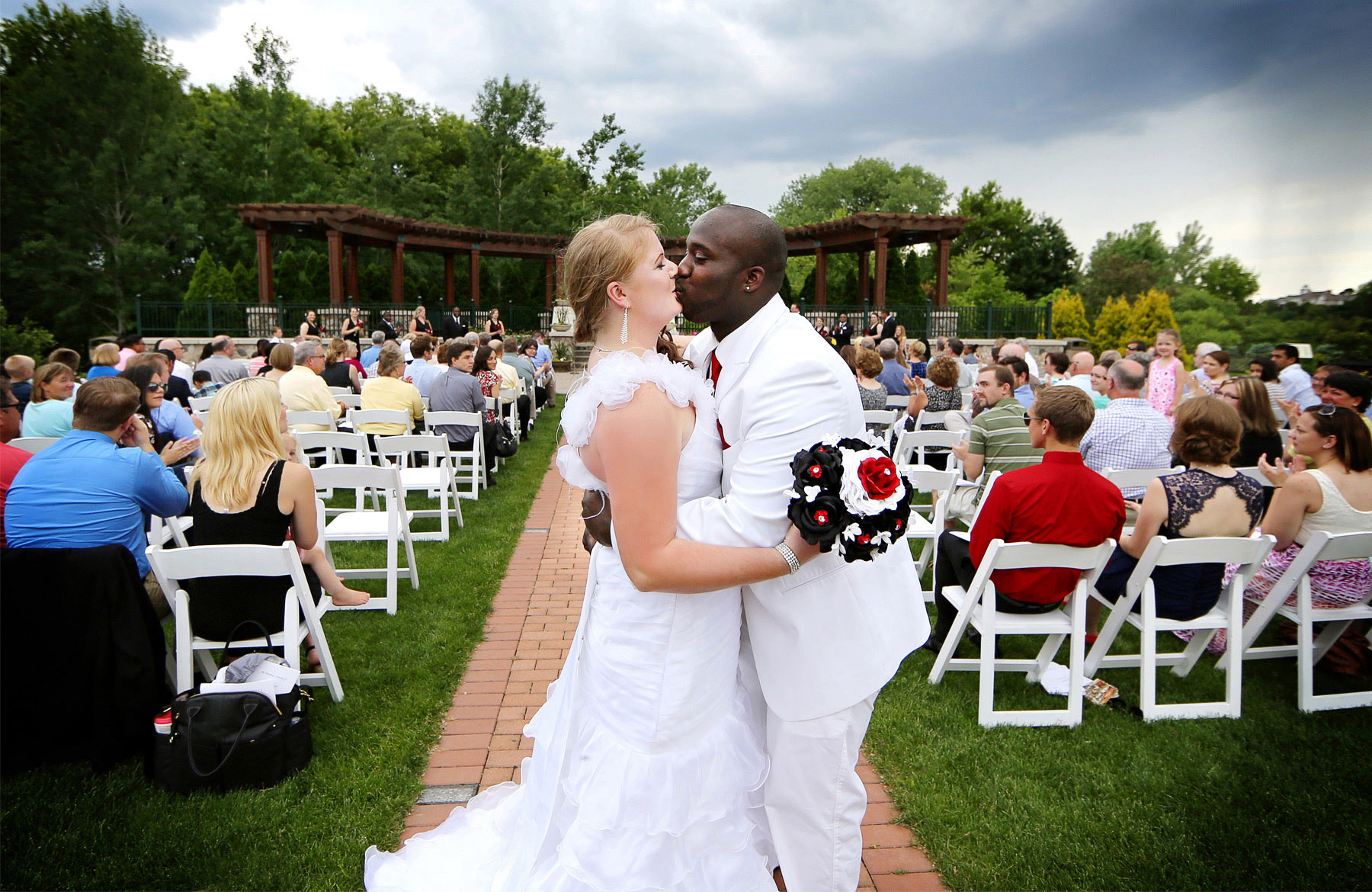 09-Minneapolis-Minnesota-Wedding-Photography-by-Vick-Photography-at-Plymouth-Creek-Center-Outdoor-Ceremony-Emily-&-Lonnie.jpg